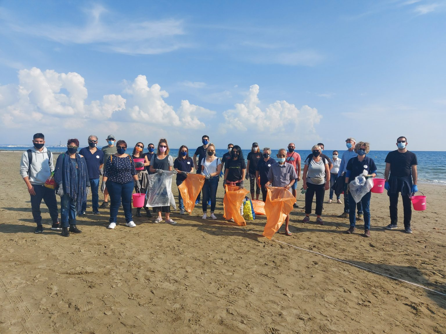 larnaca beach clean up 2 cm